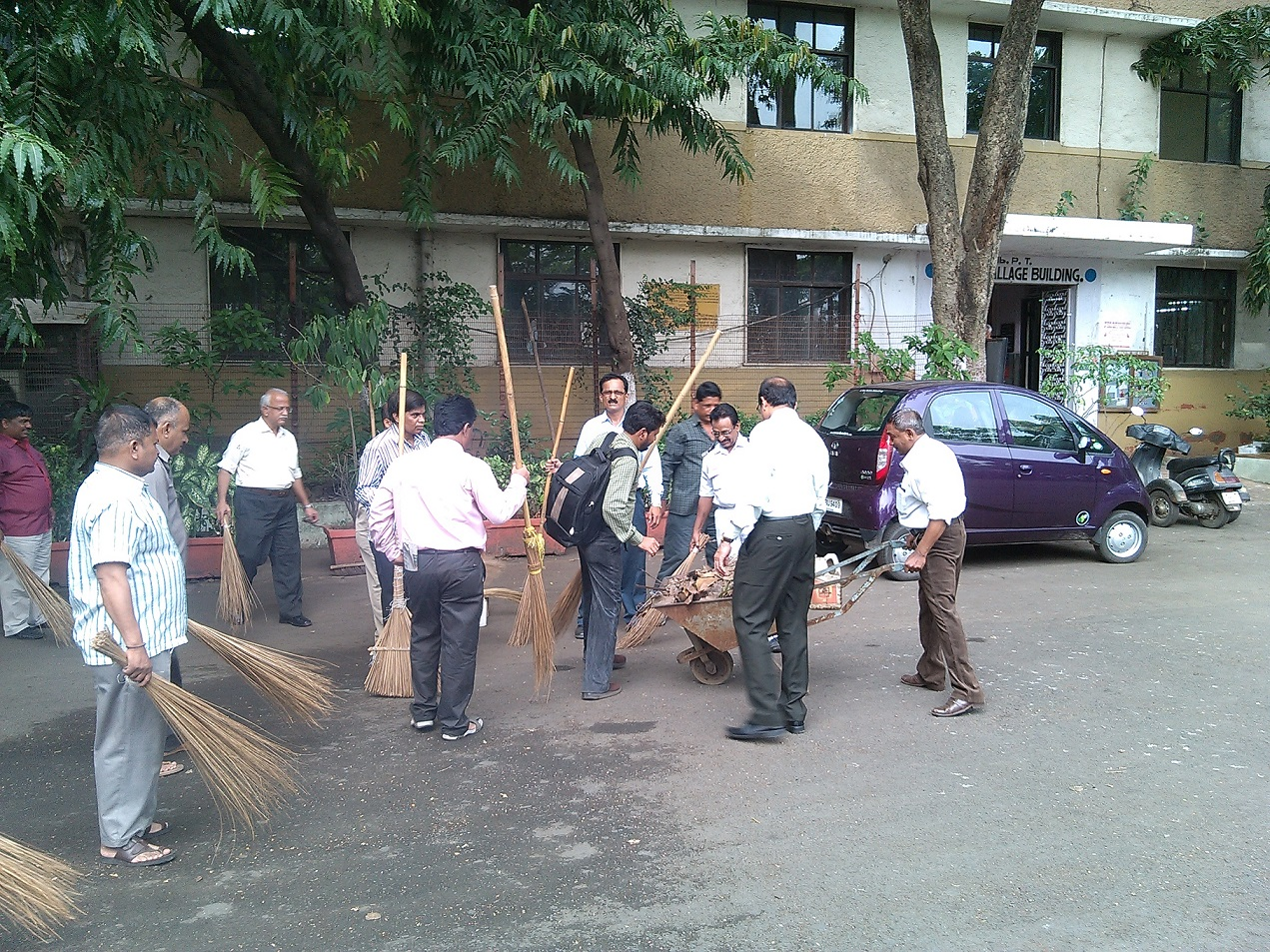 Swachcha Bharat Abhiyaan : Traffic Department Hamallage